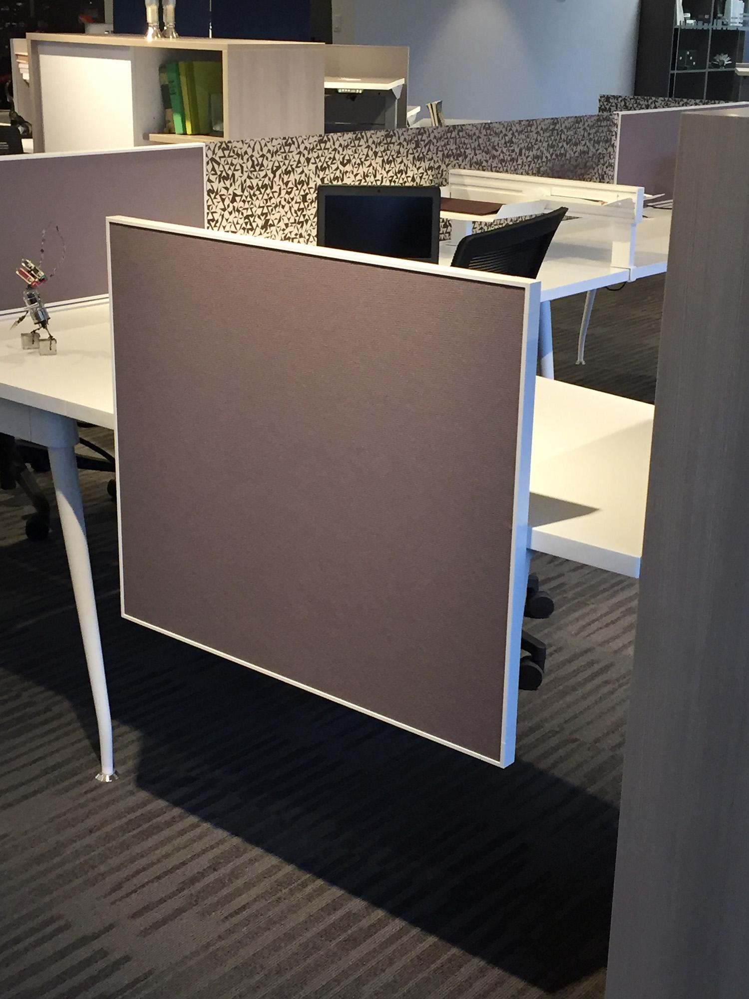 Side-mount screen