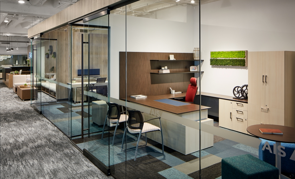 Chicago Showroom Calibrate Private Office