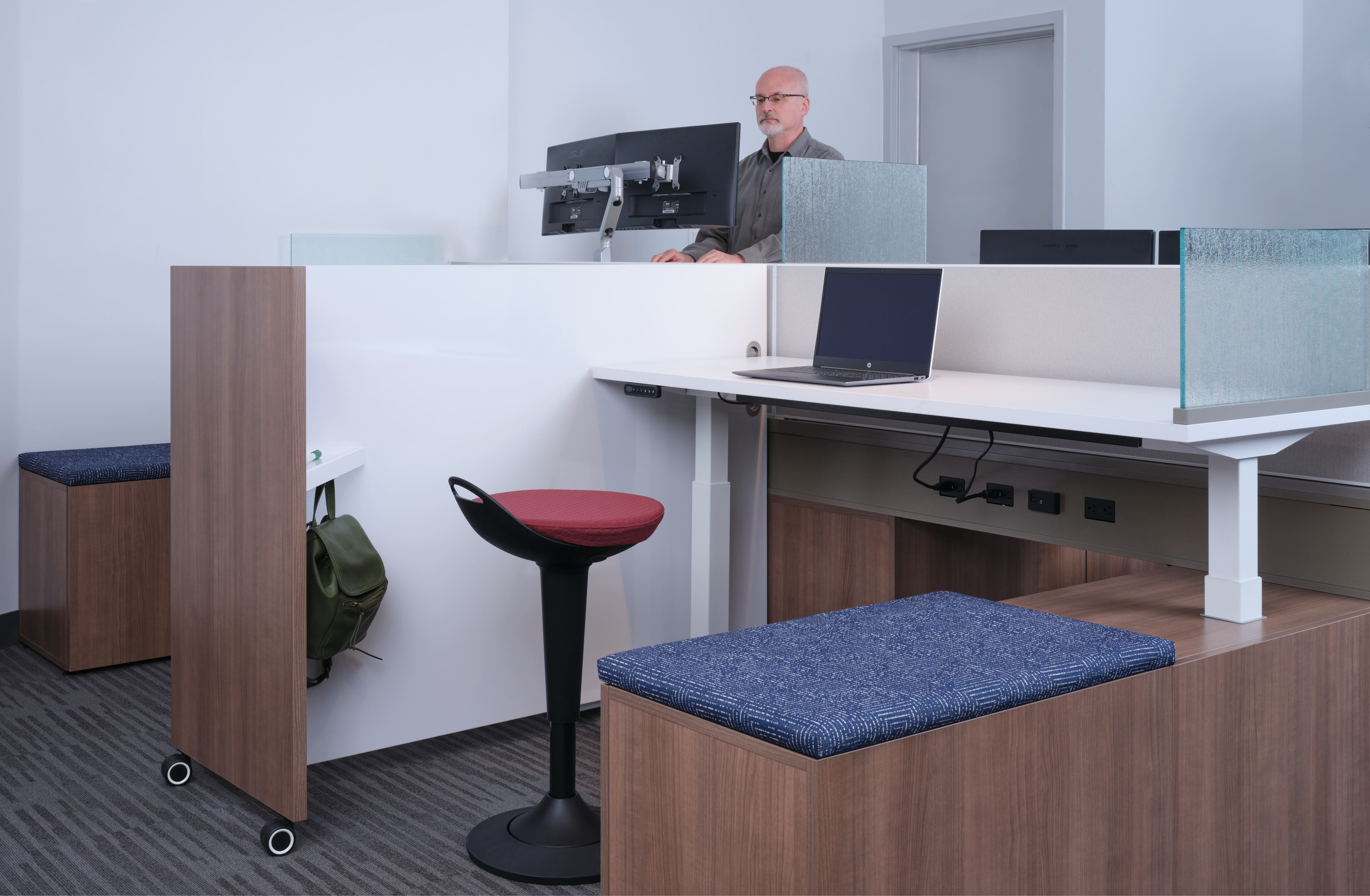 Day-to-Day PowerBeam with Height Adjustable Tables and Tri Wheel Markerboard